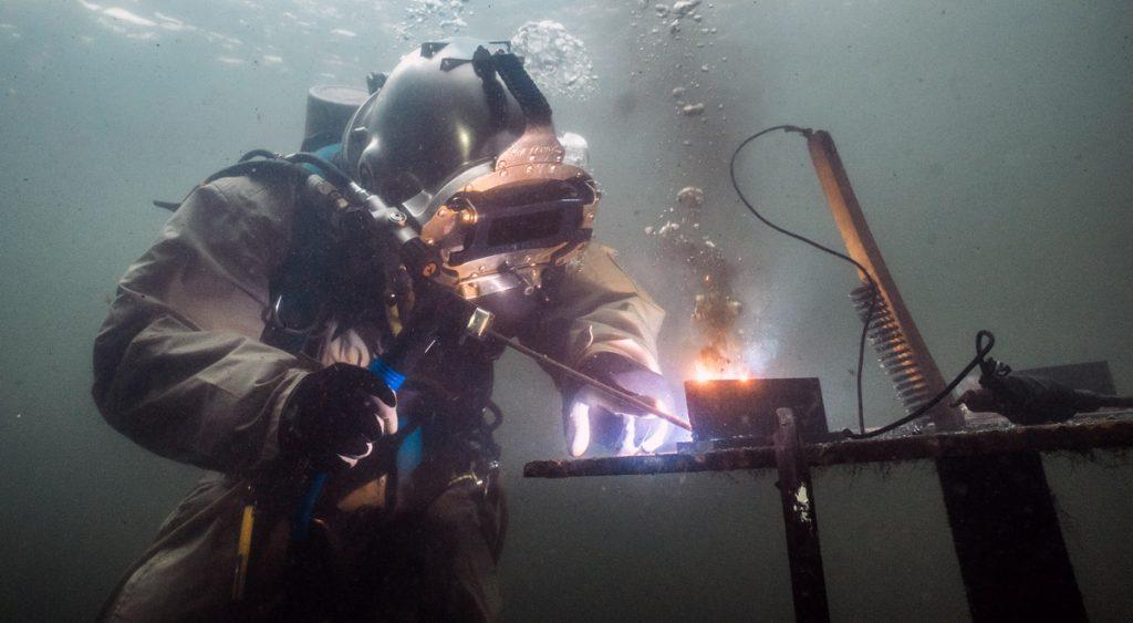 underwater welding salary
